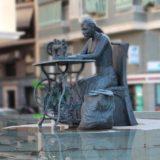 Escultura en bronce Homenaje a la Mujer Aparadora - I