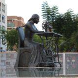 Escultura en bronce Homenaje a la Mujer Aparadora - II